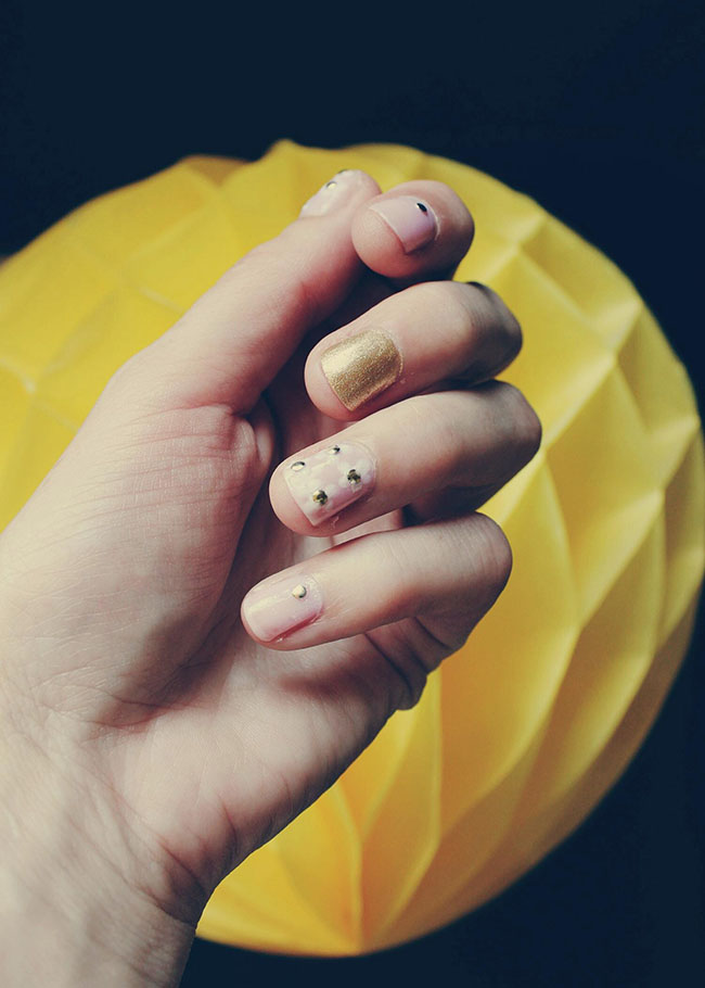nails-daisy-galore-summer-nails-dotting-tool-todaymyway.com