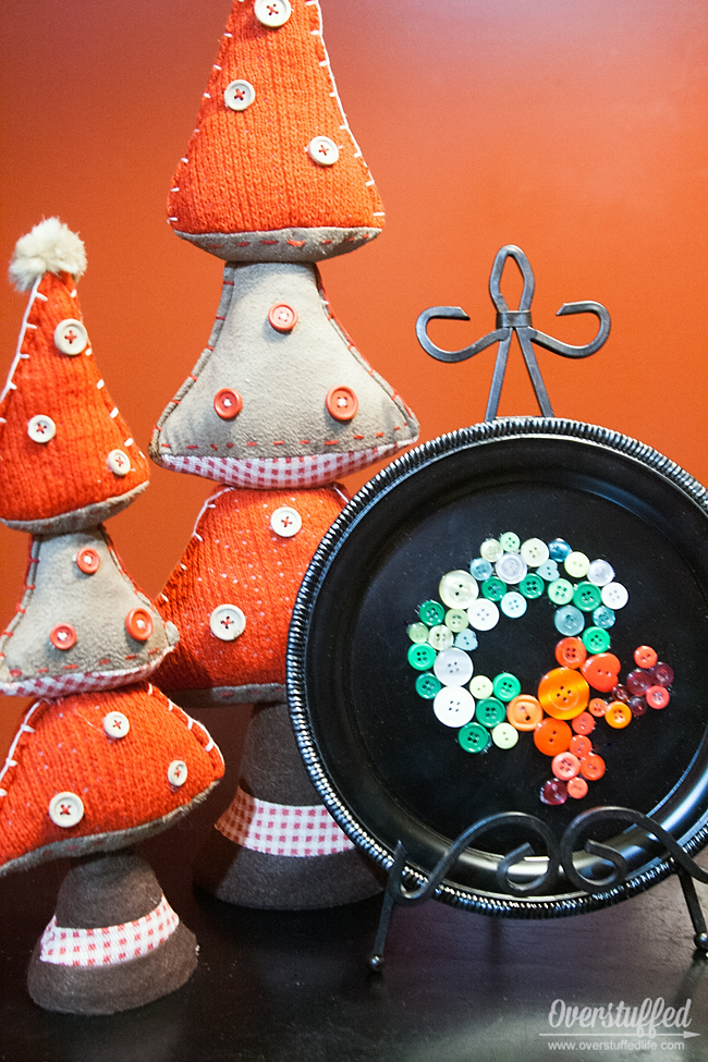 Use a dollar store tray and your button stash to make a fun new decoration with your kids.
