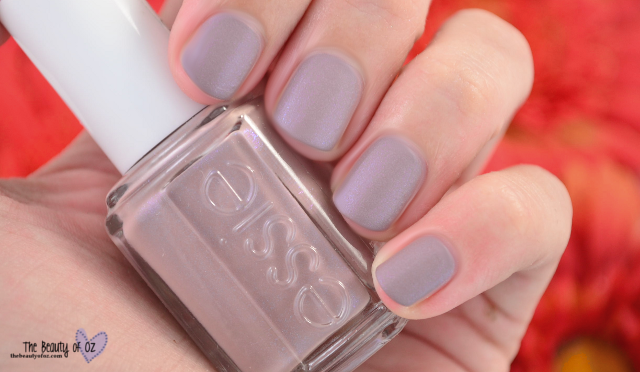 Swatches essie Cashmere Matte COZY IN CASHMERE