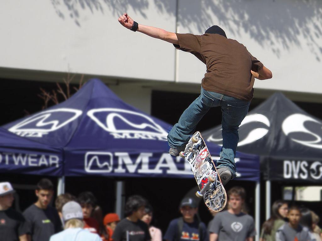 http://4.bp.blogspot.com/-9lVXhTrKeEg/TYevEEQeIAI/AAAAAAAAACk/aRXxHi_Ggc8/s1600/skateboarding-skating-boards-skateboarders.jpg