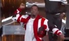 P.  Diddy tombe de scène au cours de spectacle à Los Angeles - Vidéo