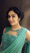Adah Sharma Dazzling pics in green dress-thumbnail-2