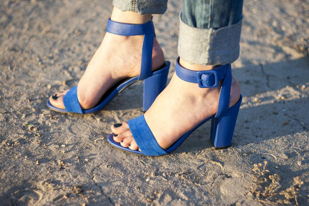 zapatos de tacón azul klein