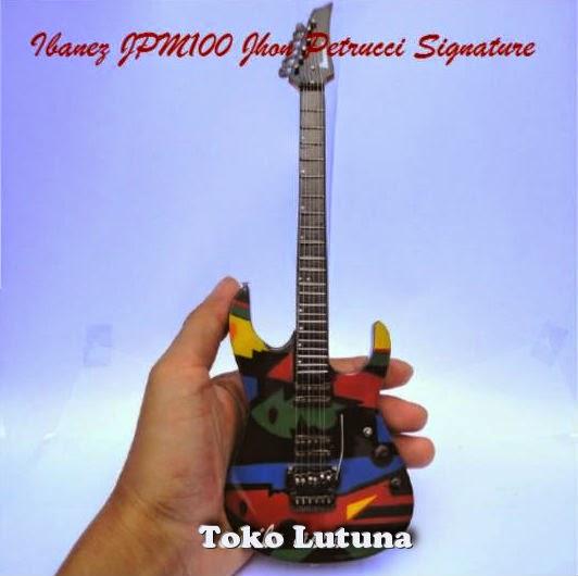Kado ulang tahun | kado pernikahan | souvenir | miniatur gitar |