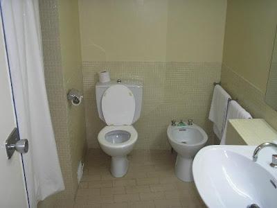 http://4.bp.blogspot.com/-9lvWqjJazqE/TqwBuwPHRTI/AAAAAAAAAFI/9G1f3eHM9XQ/s1600/clean-wc.jpg