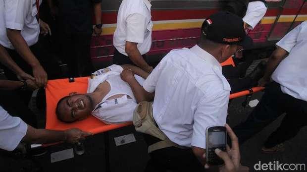 Korban Tabrakan Kereta di Stasiun Juanda