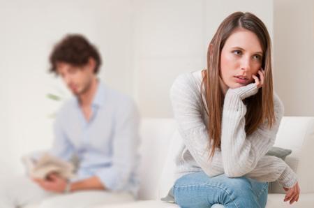 أشياء وإشارات تدل عل ان حبيبك يستغلك - رجل مشغول - man taking advantage of woman girl - busy guy man