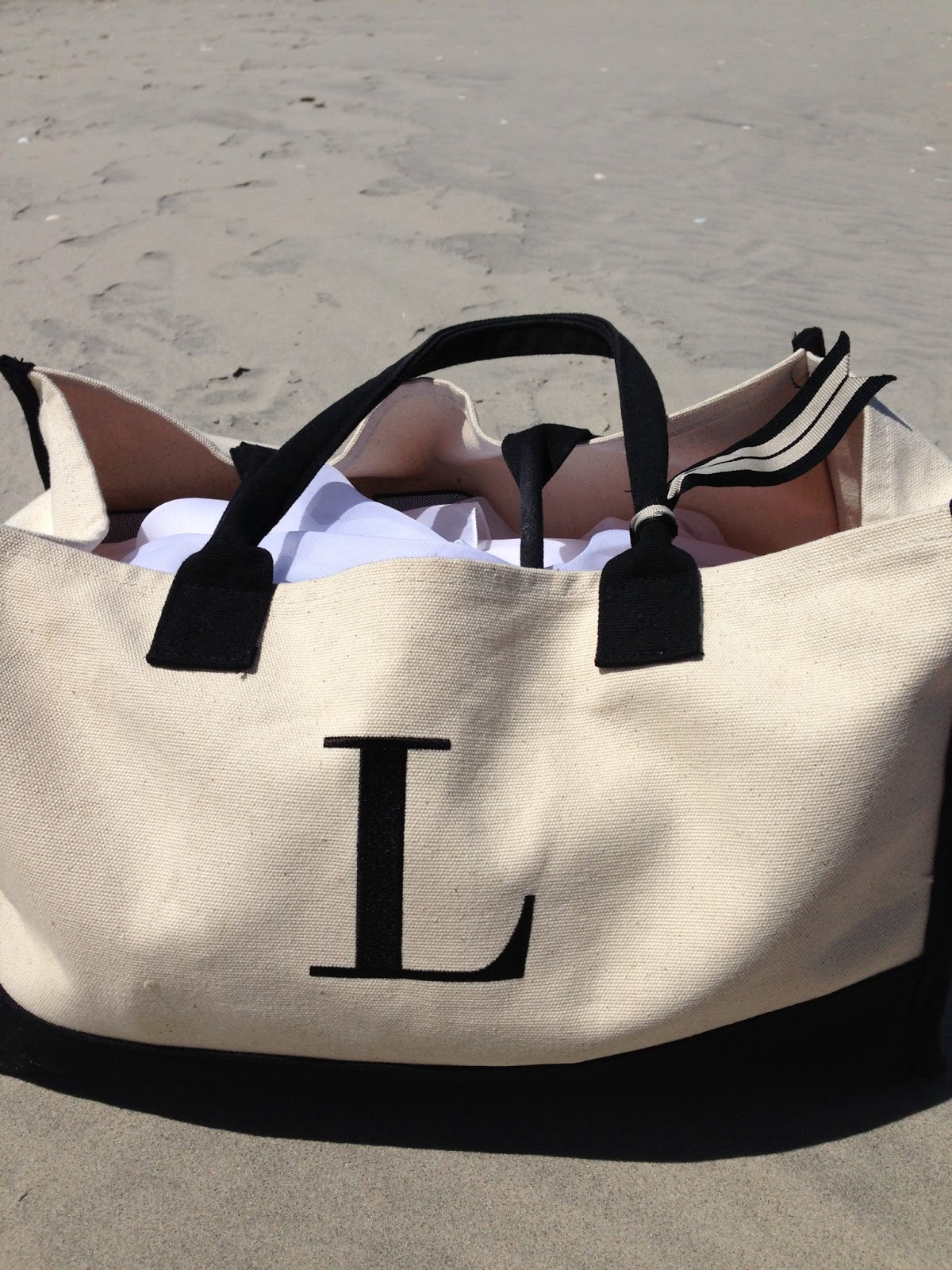 Laura Vitale's Blog: What's in my beach bag?!