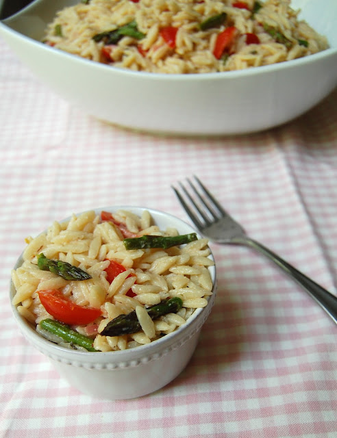 orzo salad with asparagus and tomatoes