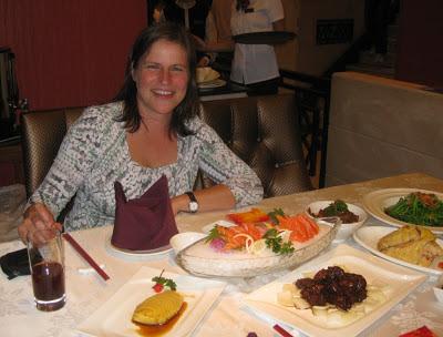 Barbara beim Abendessen in Shanghai