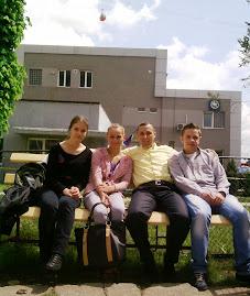 Alături de elevii Ionuţ Sidor, Manuela Tapalagă şi Mihaela Popa, premianţi la Memoria Holocaustului