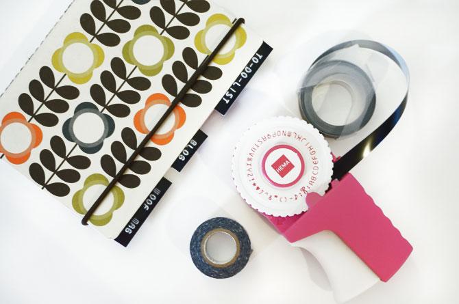 DIY étiqueteuse intercalaires dans un carnet pour sorganiser