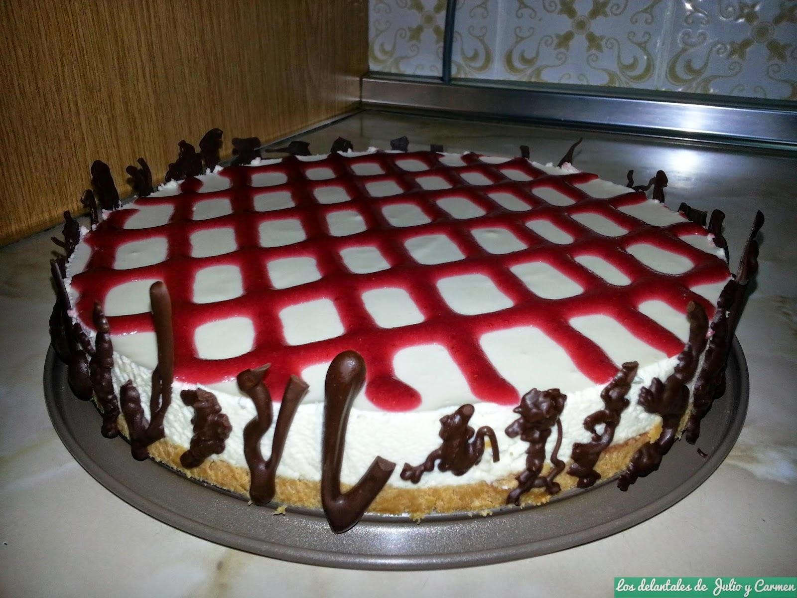 Mousse de chocolate blanco con dulce de fresa