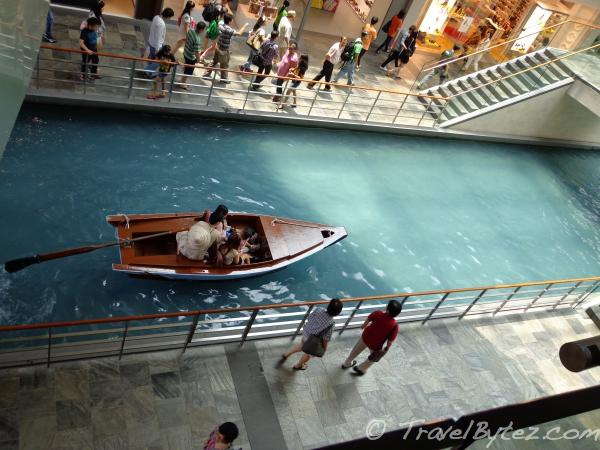 Sampan Rides – The Shoppes at Marina Bay Sands Singapore