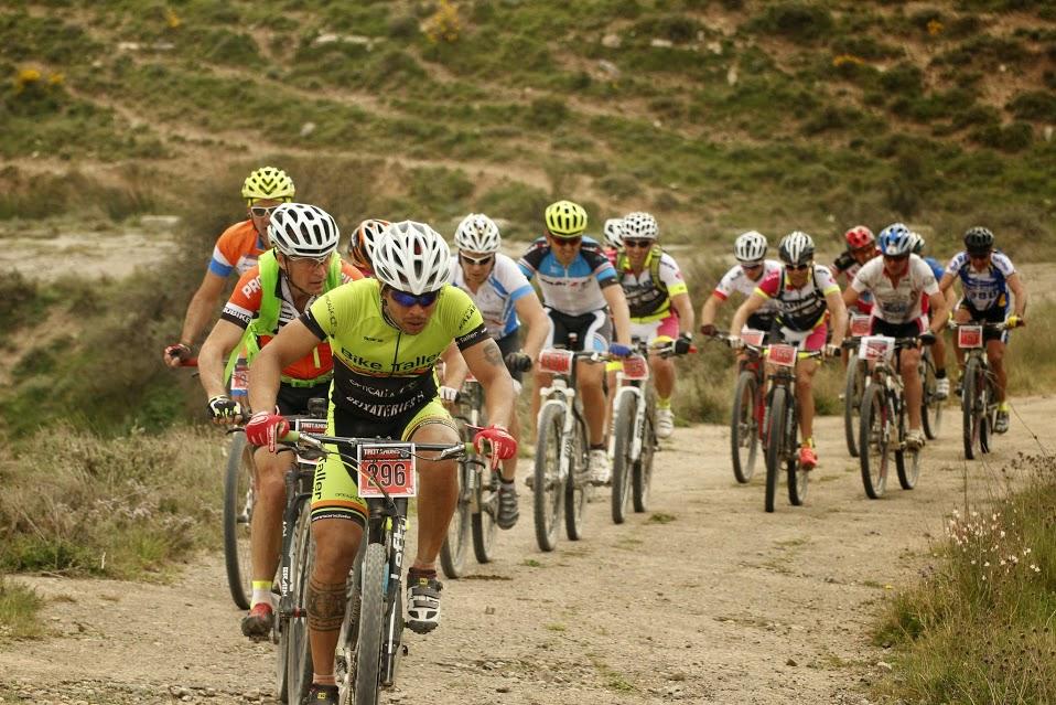 """""""El ciclismo satisface muchas necesidades. Si te sientes en plan gregario, puedes salir en grupo. O puedes ir en solitario. Si te sientes agresivo, puedes ir rápido; si estás cansado y quieres relajarte, puedes ir despacio. Además la bicicleta no discrimina por edad"""". Georgena Terry"""