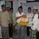 Direktur Hilal Ahmar Memberikan bantuan masjid dan kelas