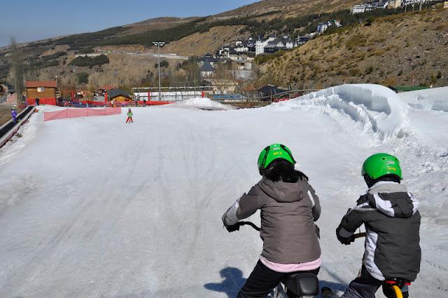 GRANADA CON NIÑOS: Fin de semana largo de esquí y playa
