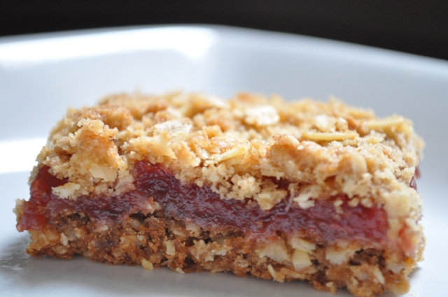 The Ginger Snap Girl: Strawberry Rhubarb Crumble Bars