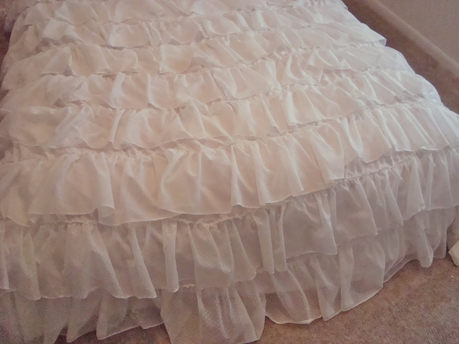 Ruffled up comforter cover see kate sew for Frilly bedspreads