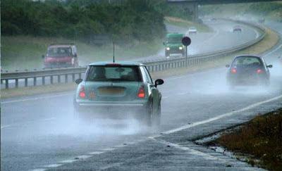 3 tips más para manejar bajo la lluvia