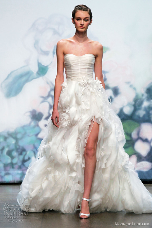 Lastest The Second Collection Since Saab Launched His Bridal Range Last Season The 10 Styles Here Cater To A Variety Of Women With Different Shapes  Overall, The Elie Saab Wedding Dresses For This Fall Are Interesting, Romantic And Extra