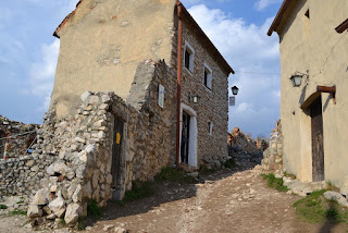 Photo Rasnov Fortress (Brasov, Transylvania) - Other shops, other houses ...