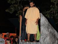 Colocando a corda no pescoço do Judas de Itararé