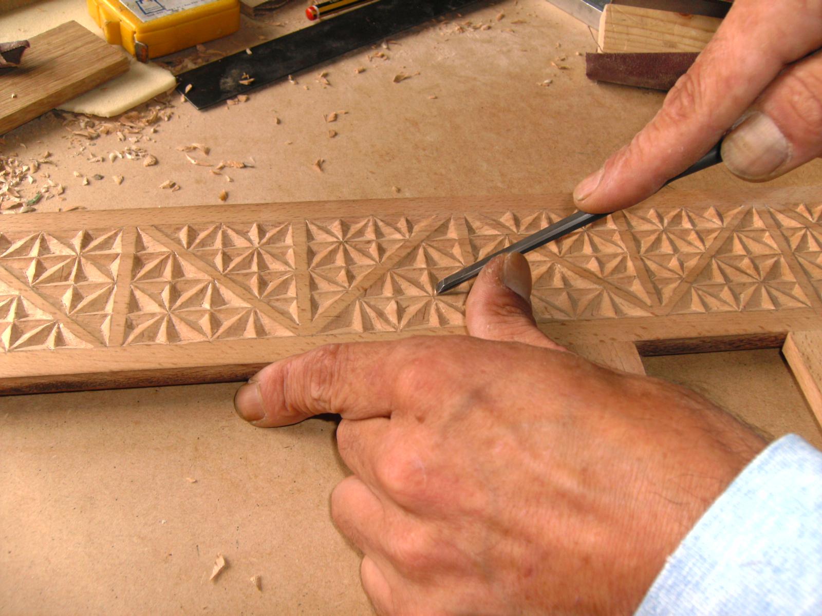 Marcos de madera tallados