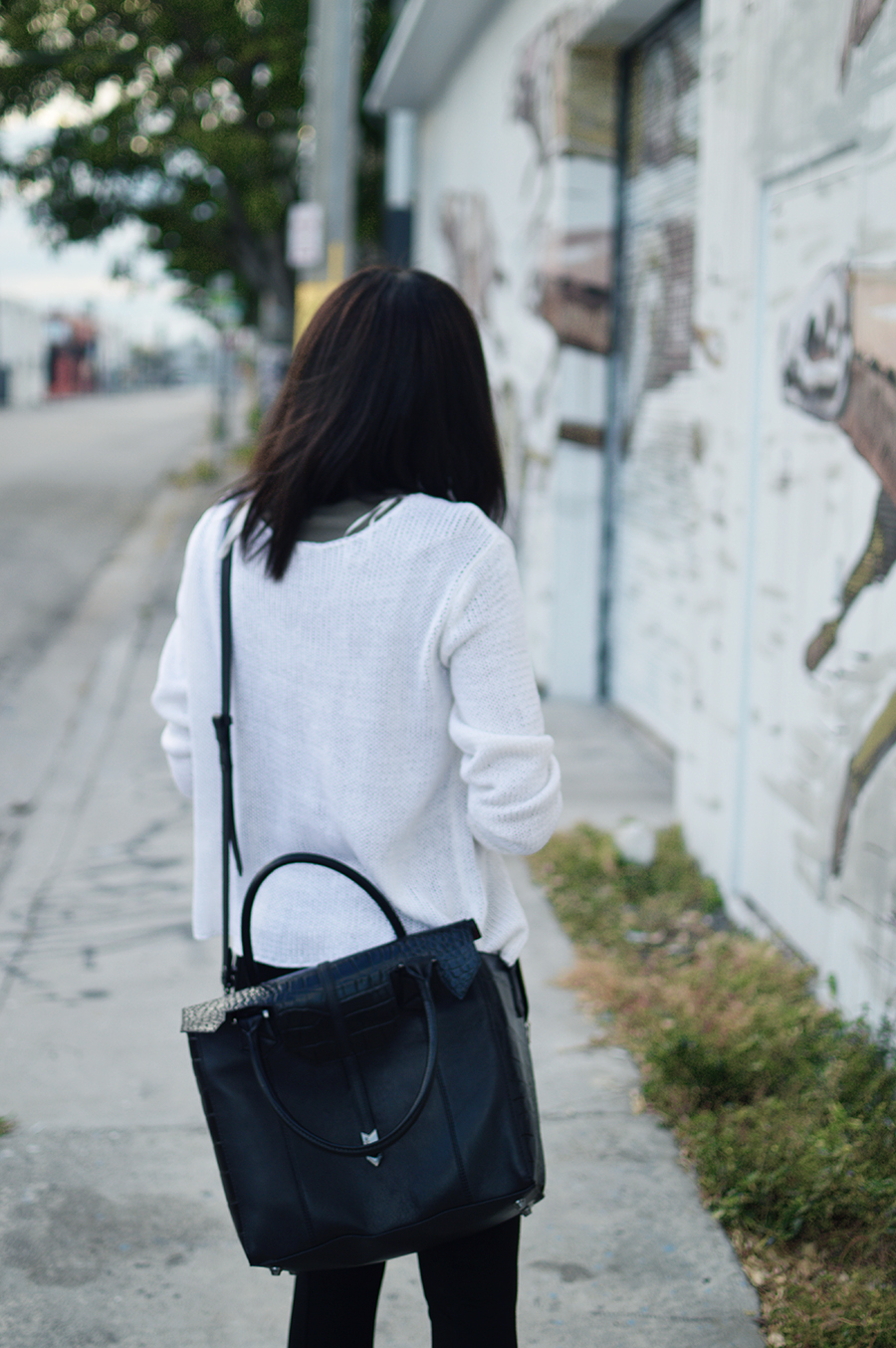 Minimalist Indie Fashion Blogger Anais Alexandre of Down to Stars in a Zara legging with H&M sweater and Treesje Bag