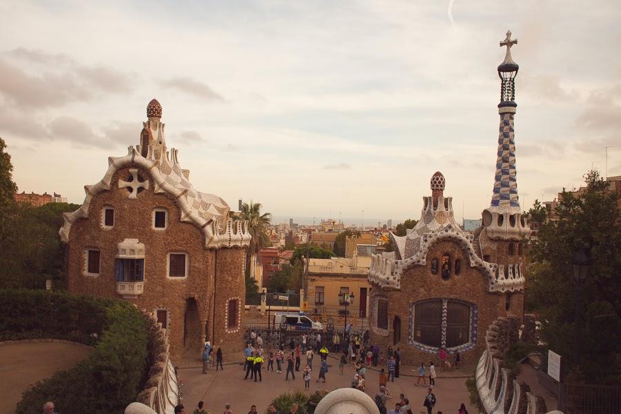 Барселона, пряничные домики в парке Гуэль