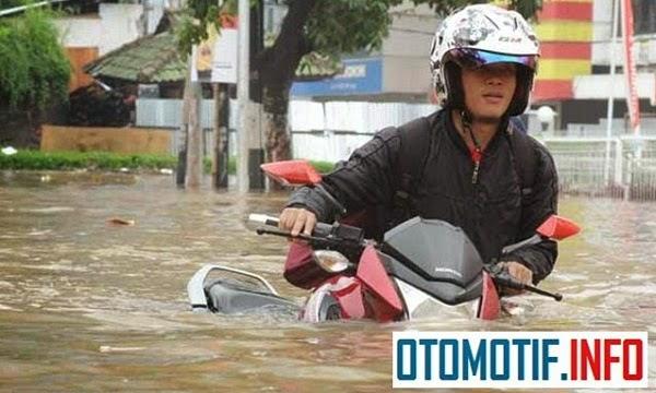 Ini Dia Solusi Mengetahui Motor Bekas Banjir
