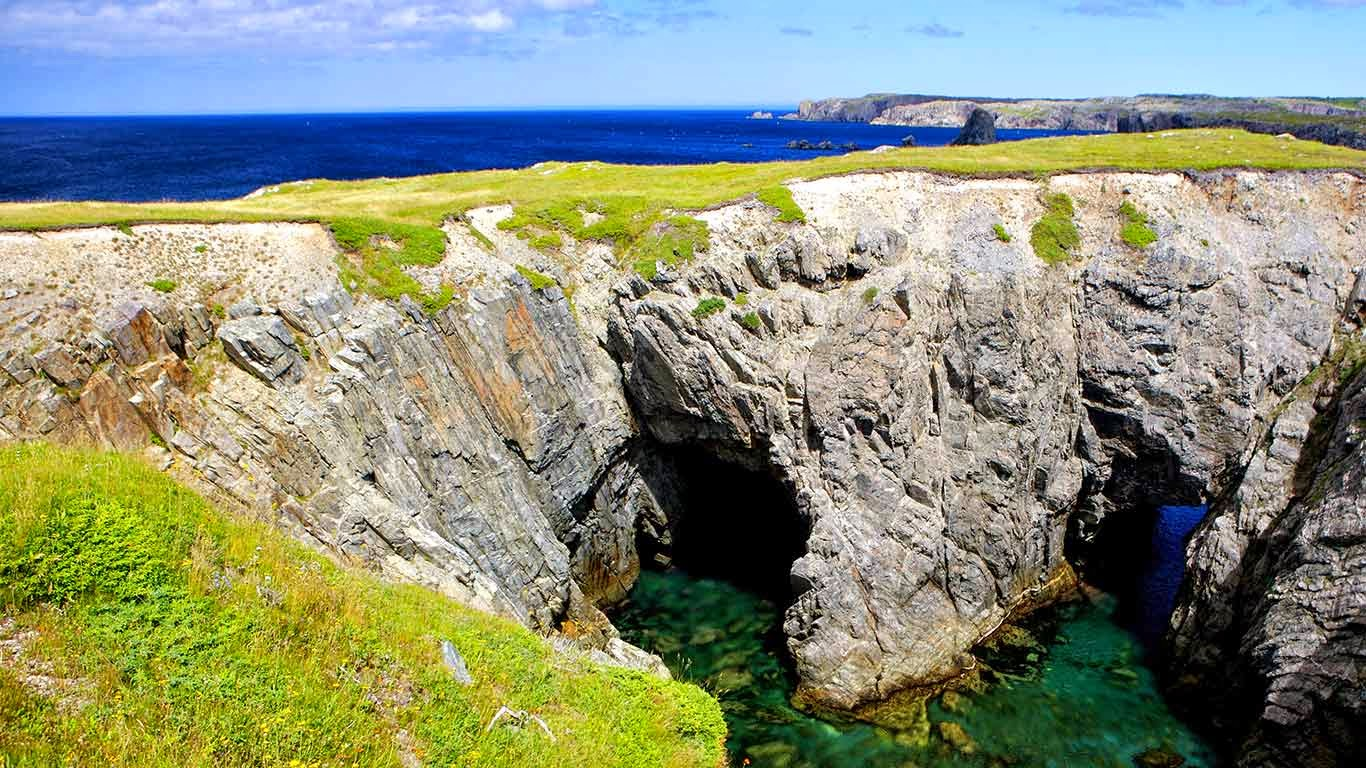 Arches and Sea Caves in Dungeon Provincial Park, Bonavista Peninsula, Newfoundland & Labrador, Canada (© Rolf Hicker/All Canada Photos/Corbis) 281