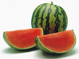 Manfaat dan khasiat buah semangka untu kesehatan dan kecantikan