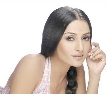 Salina Prakash berperan sebagai Rundi