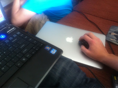 playing macbook