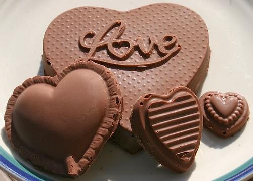 Tạo hình socola - chocolate có chữ Love