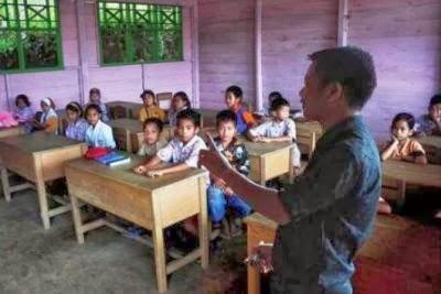 kemendikbud membuka akses bagi sarjana non kependidikan untuk menjadi guru.