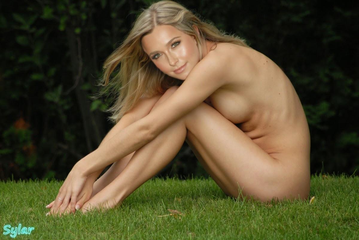 Nackt Bilder : Hayden Panettiere Nude Photo Galery   nackter arsch.com