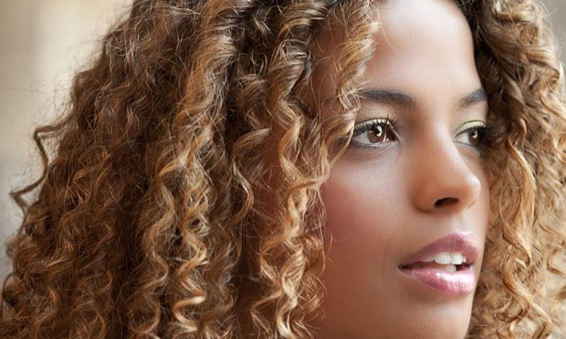cachos claros cabelos crespos