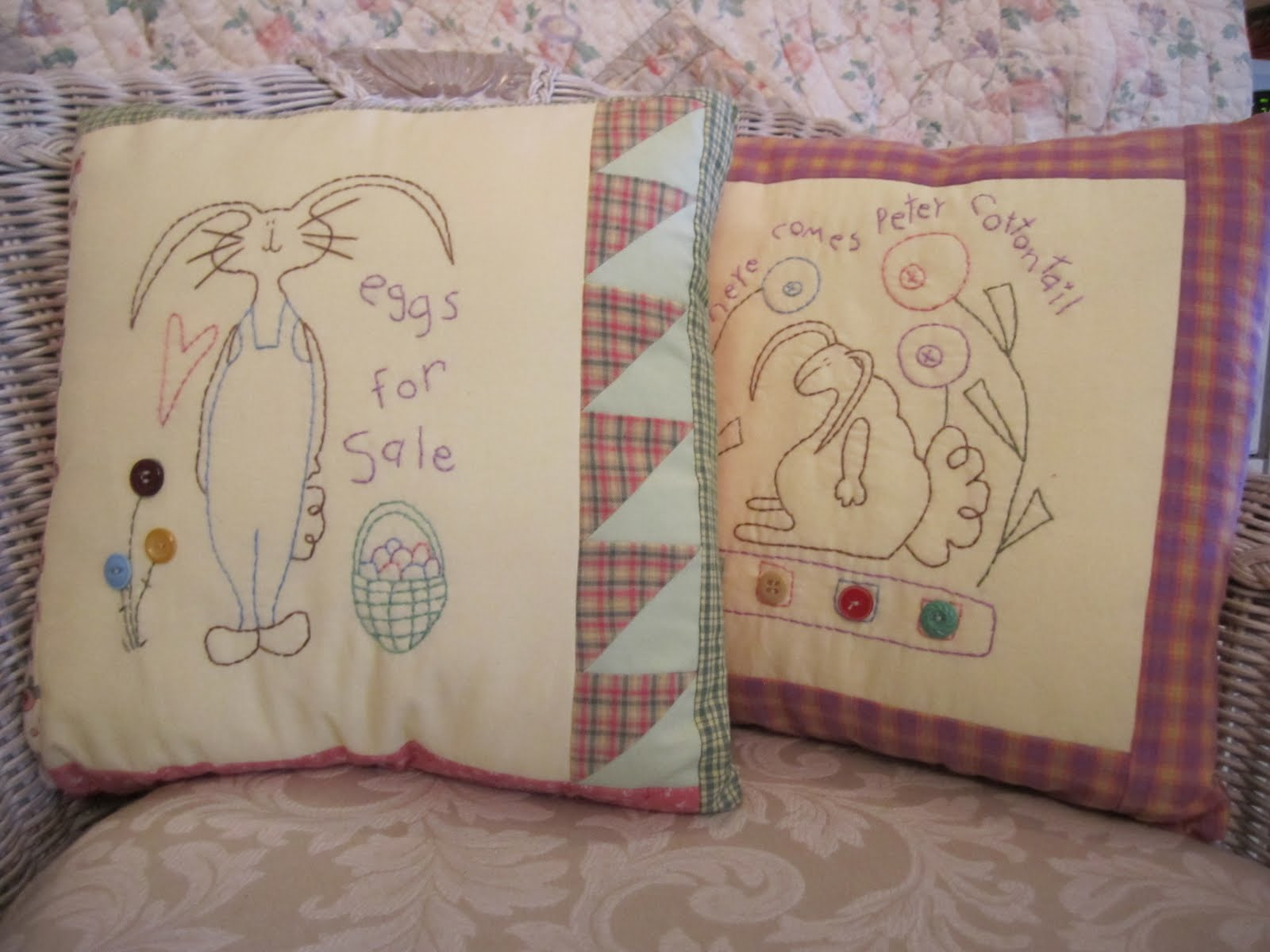 30 Stylish And Adorable Handmade Decorative Easter Pillows ThemesCompany