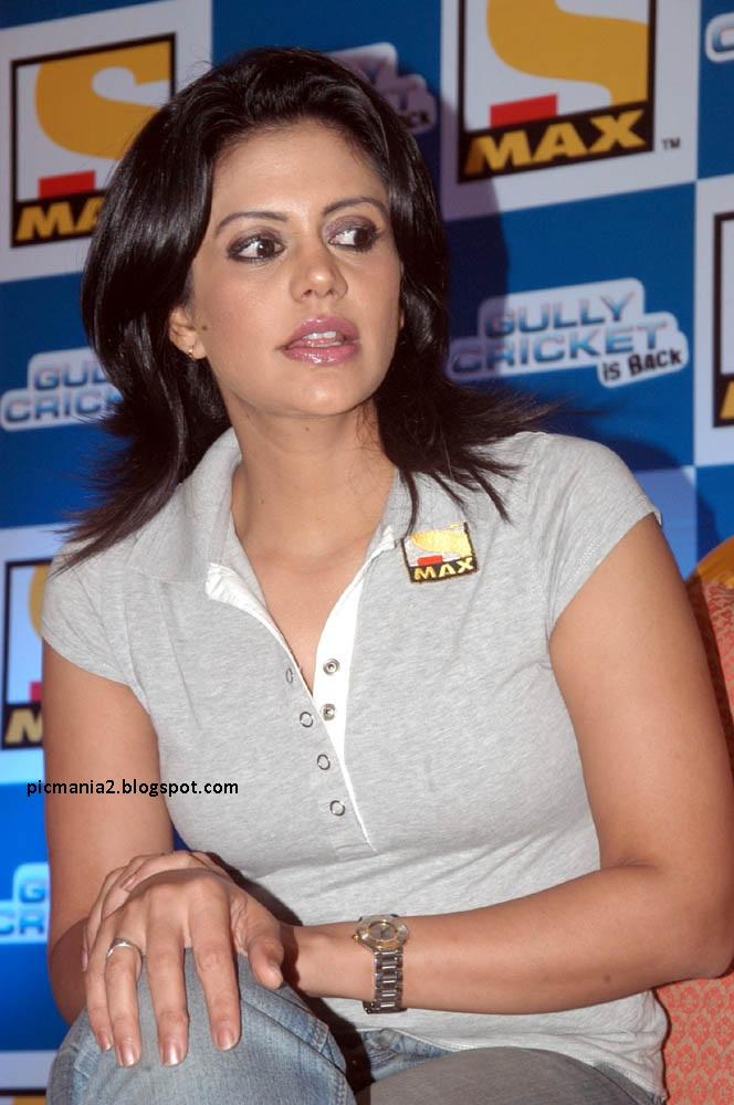 Mandira Bedi sexy Hot