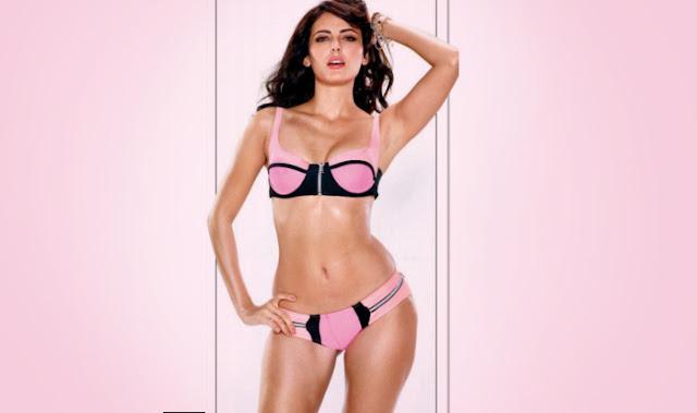 Mandana Karimi in bikini
