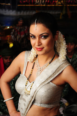 Maryam Zakaria 100% Love Diyallo Diyallo song fame Pics