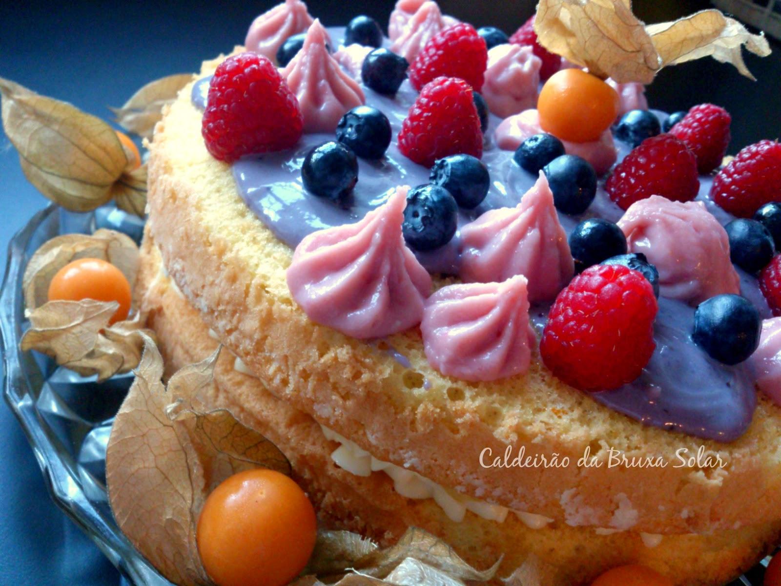 Naked Cake de laranja com ganache de frutas diversas