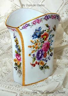 Vaso de porcelana pintado by Zenaide Castro.