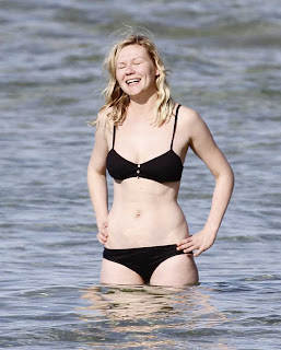 Kirsten Dunst Wears Black Bikini At The Beach In Hawaii