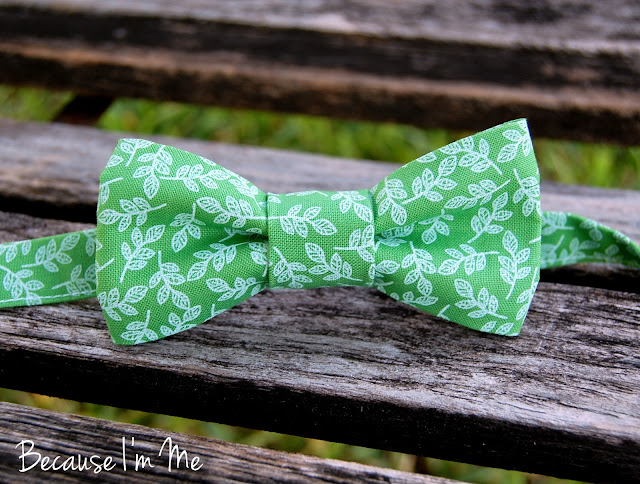 Because I'm Me wonderful green leaf print bow tie