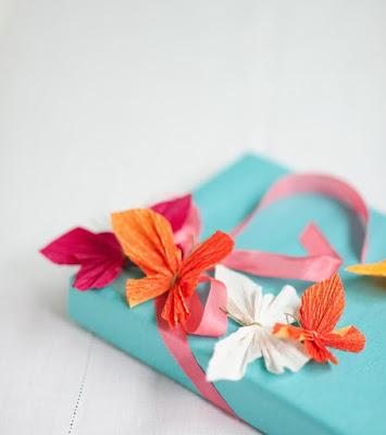 Farfalle fatte con carta crespa