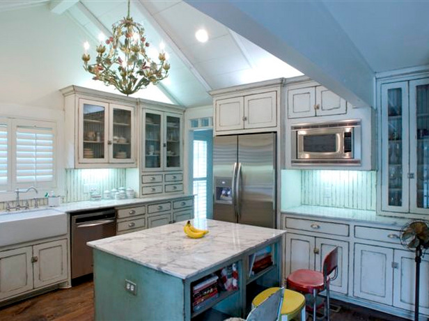 Kitchen trends shabby chic kitchen cabinets for Rustic chic kitchen ideas