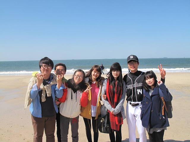 Đi chơi cùng các bạn trong lớp du học Hàn Quốc